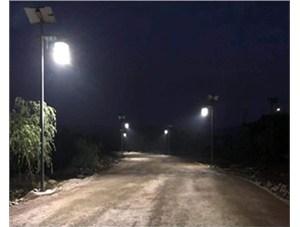 山西农村亚博体育app彩票路灯让家家户户都能够受益。
